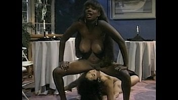Lesbians eating and fucking pussy